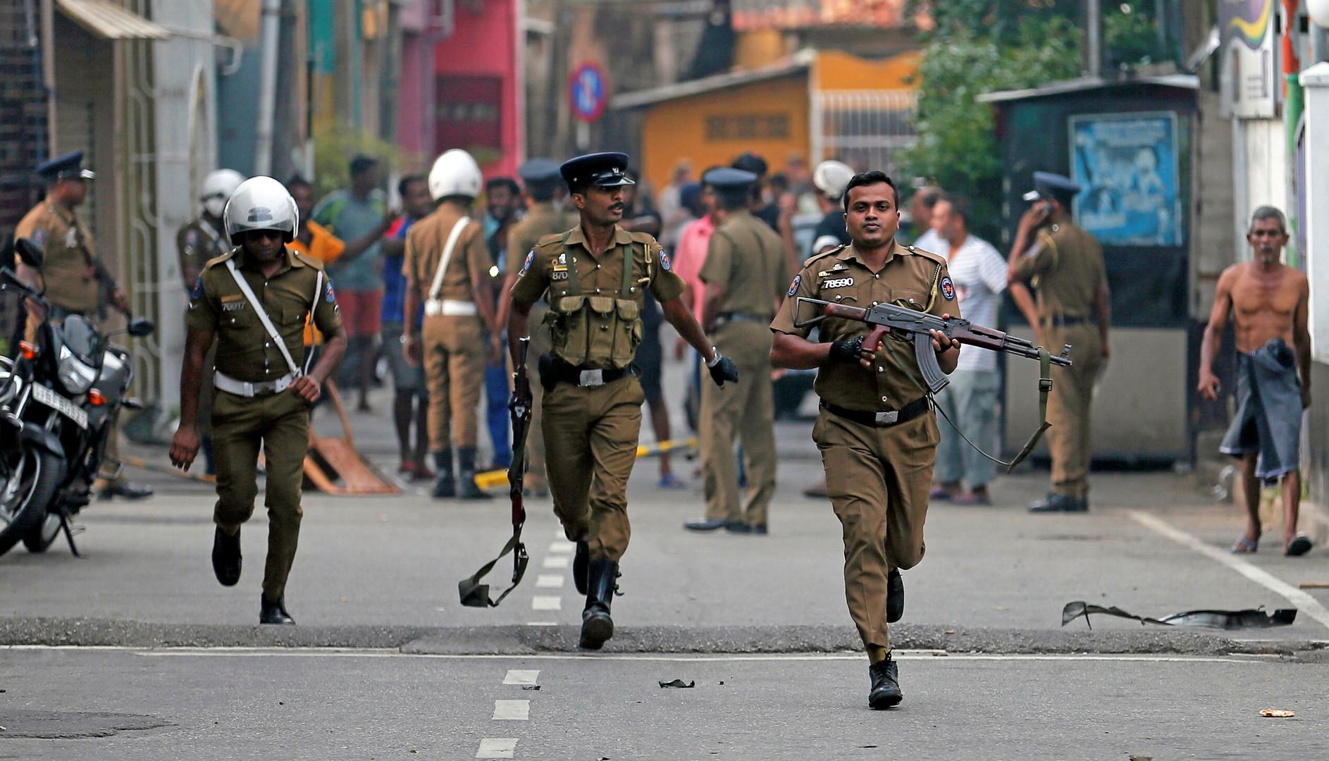 رجال أمن في شوارع كولومبو