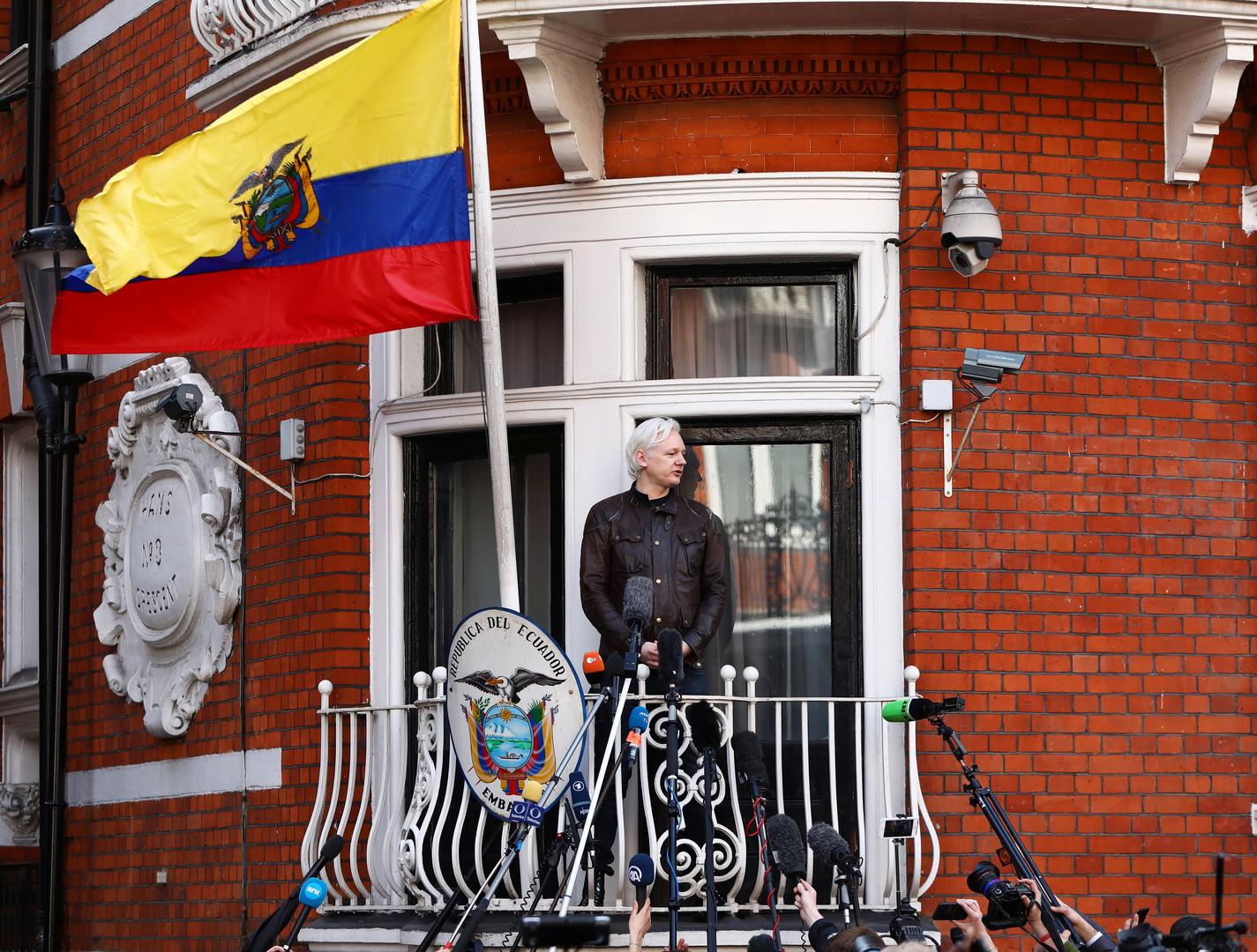وزير إكوادوري سابق: الحديث عن وجود روس على علاقة بأسانج من اختراع حكومة الإكوادور