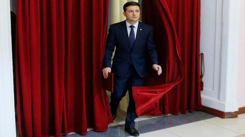 آخرهم الأوكراني زيلينسكي.. نجوم اقتحموا عالم السياسة من أوسع أبوابه