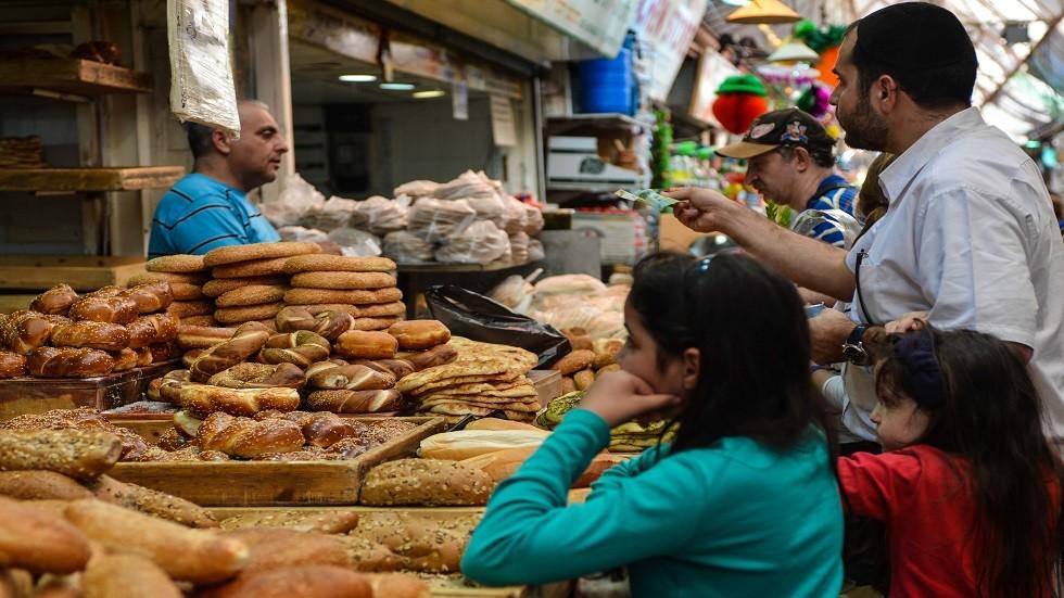 العالماء يحذرن من مواد خطرة موجودة في الخبز