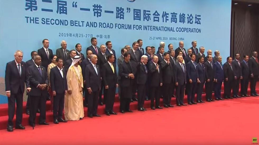 بوتين في صورة جماعية للزعماء المشاركين في منتدى بكين