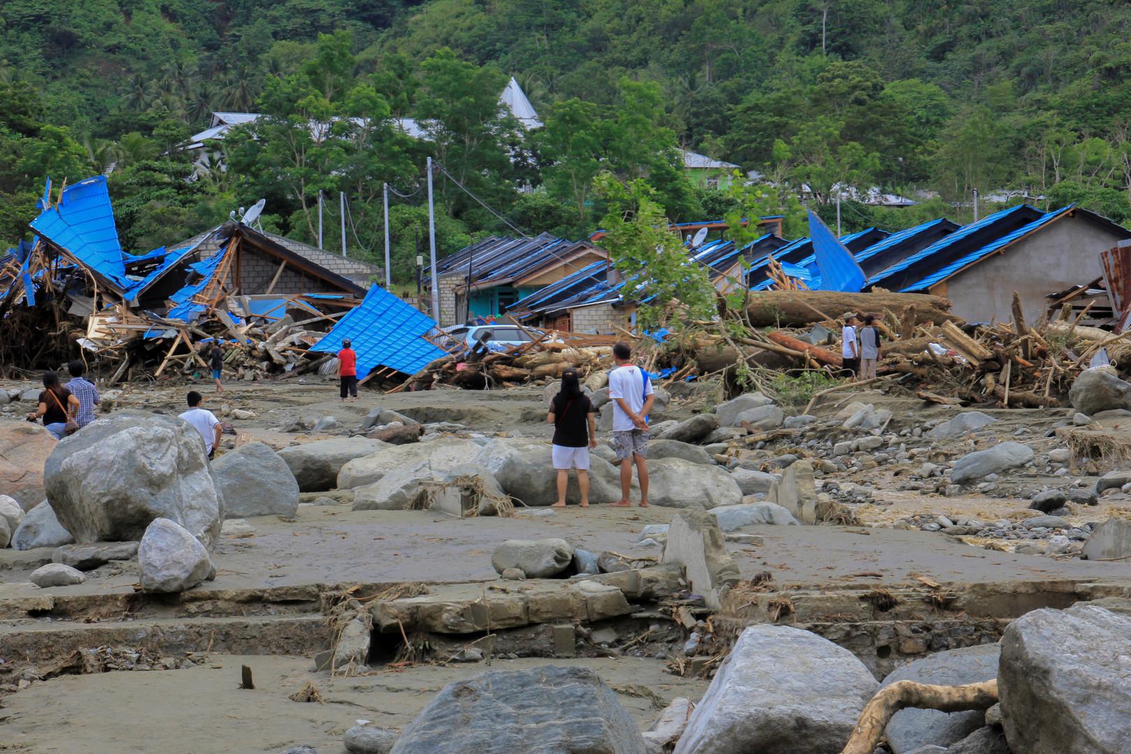 10 قتلى وآلاف المشردين جراء فيضانات في إندونيسيا