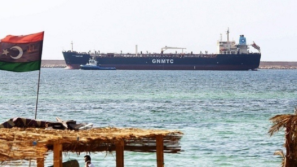 سفينة تجارية في ميناء ليبي (صورة أرشيفية)