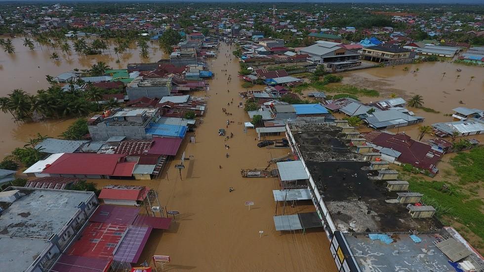 31 قتيلا حصيلة جديدة لضحايا فيضانات إندونيسيا