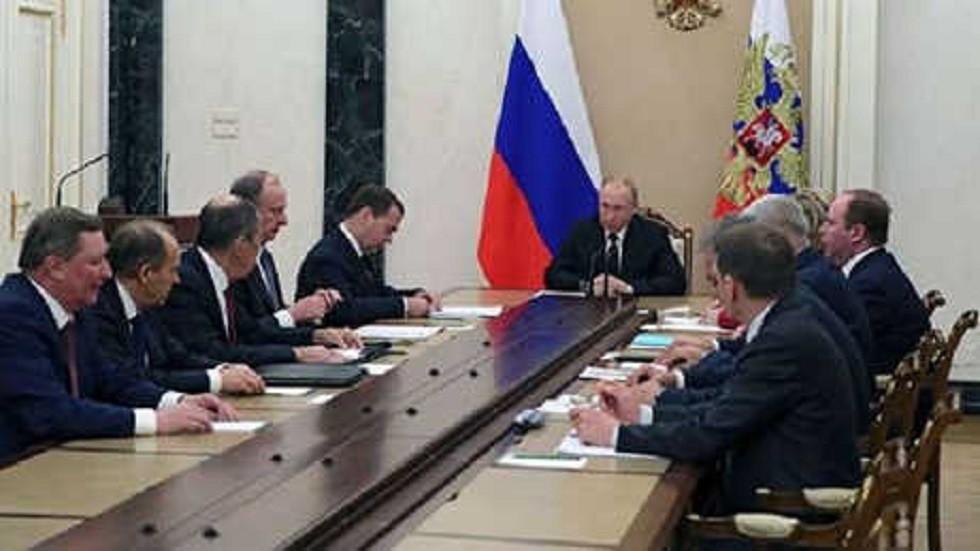 بوتين يعقد جلسة طارئة لمجلس الأمن الروسي بعد نبأ الانقلاب الفاشل في فنزويلا