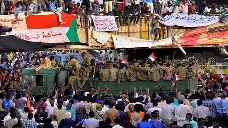 الاعتصام أمام مبنى وزارة الدفاع في الخرطوم