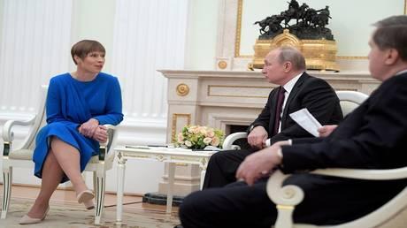 رئيسة إستونيا تدافع عن لقائها بوتين