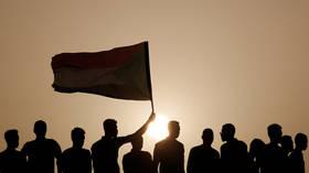 قادة الاحتجاجات في السودان يشكلون مجلسا سياديا مدنيا لتولي الحكم
