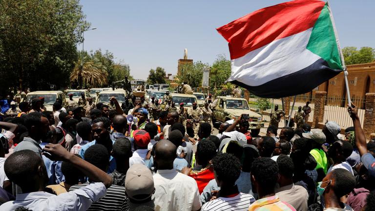 قادة الاحتجاجات السودانية يدعون للعصيان المدني