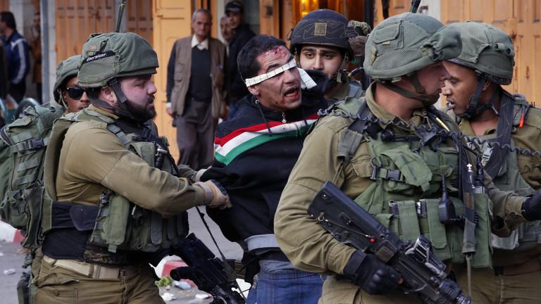 تقرير: إسرائيل اعتقلت نحو 900 فلسطيني خلال الشهرين الماضيين بينهم 133 طفلا