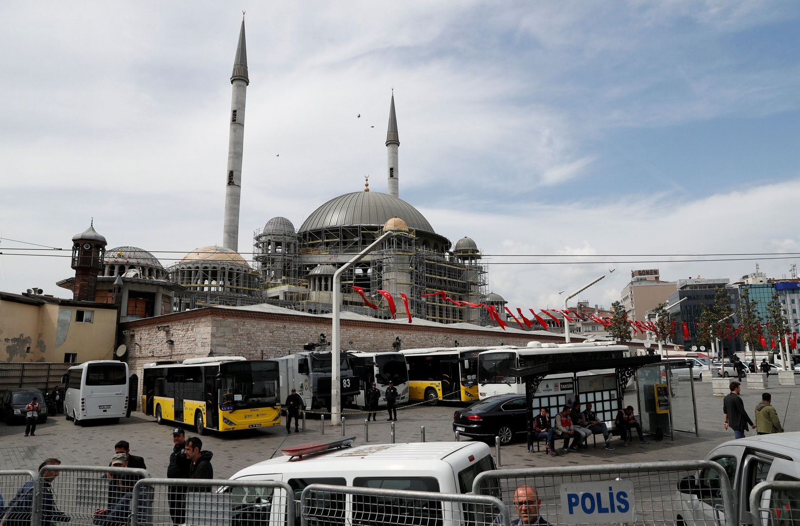 الشرطة التركية تعتقل متظاهرين في عيد العمال