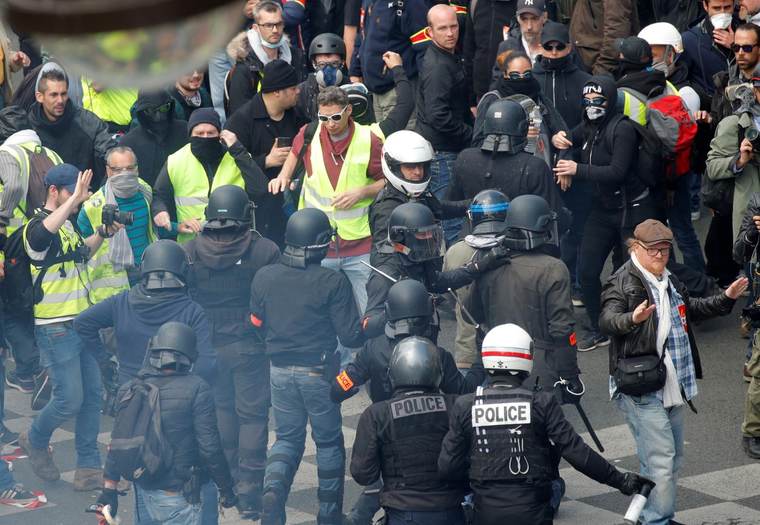 الشرطة الفرنسية تفرق مظاهرات