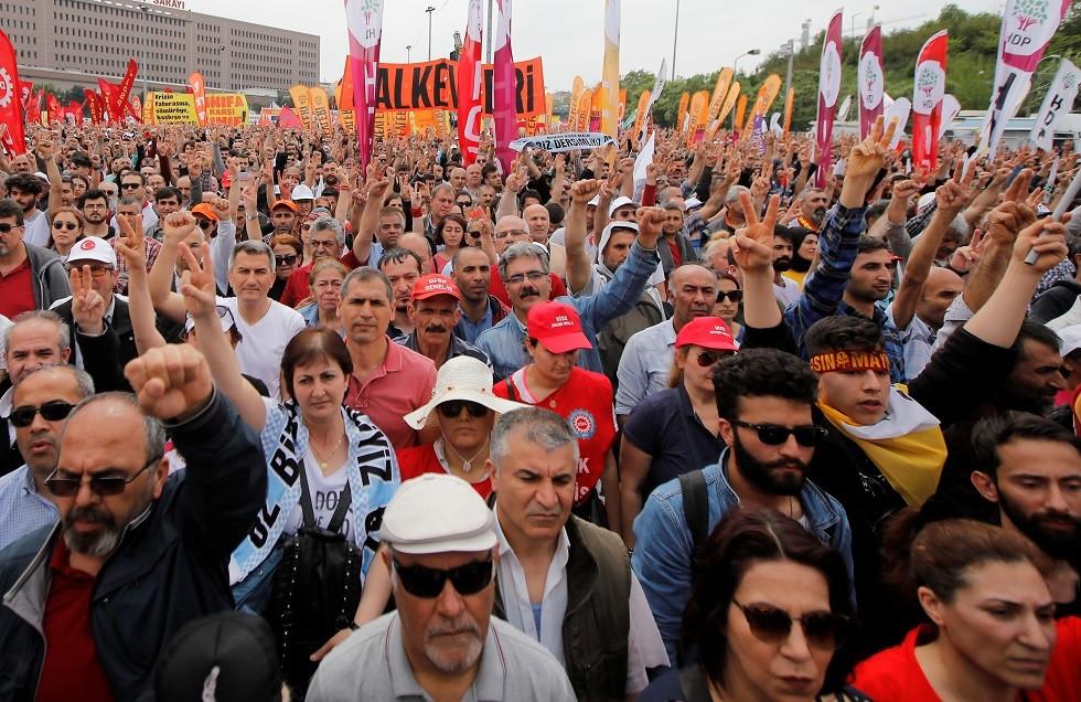 مسيرة في الأول من مايو بمناسبة عيد العمال في وسط مدينة اسطنبول