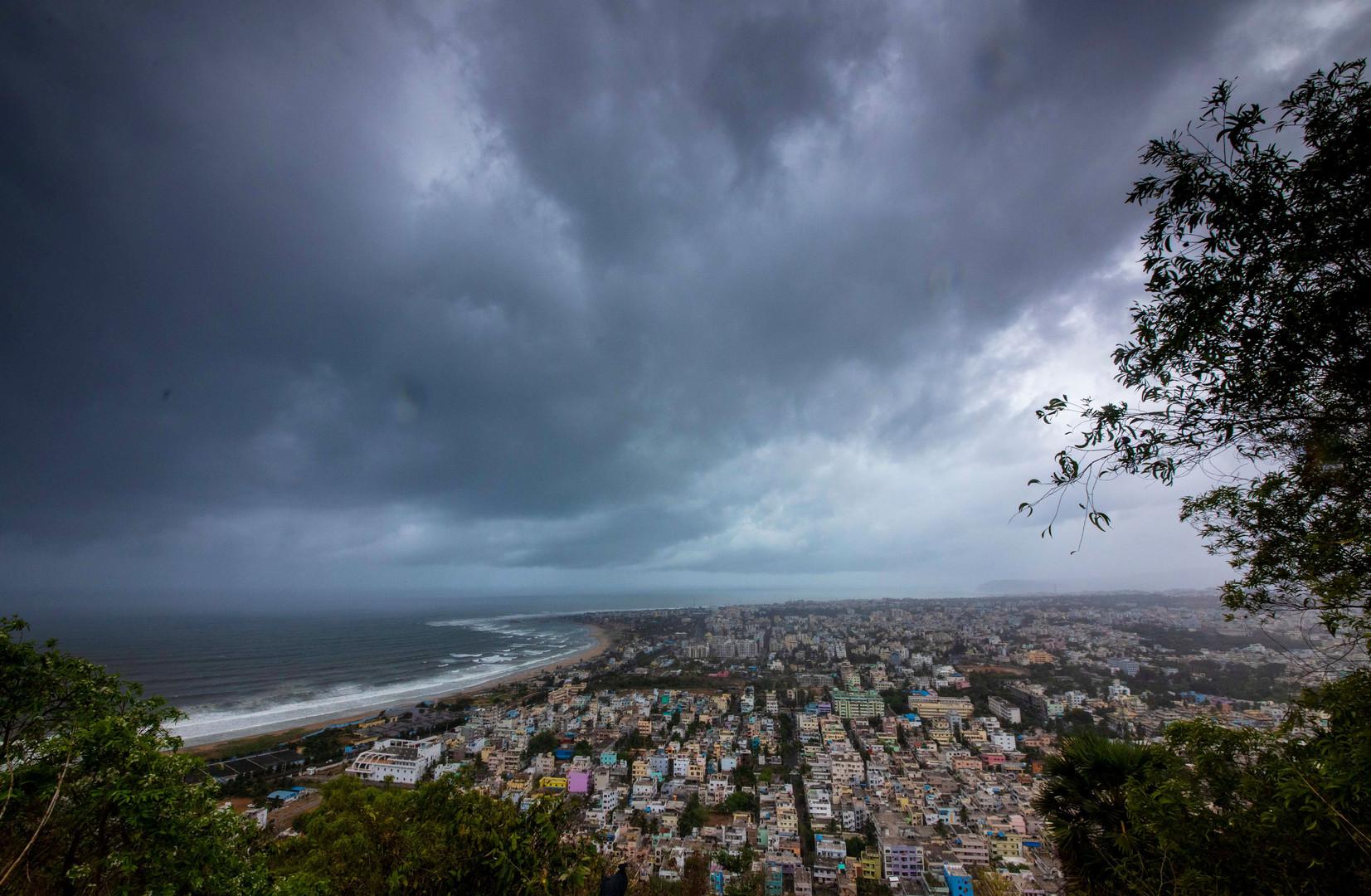 الهند.. إجلاء 800 ألف مواطن في انتظار إعصار مدمر