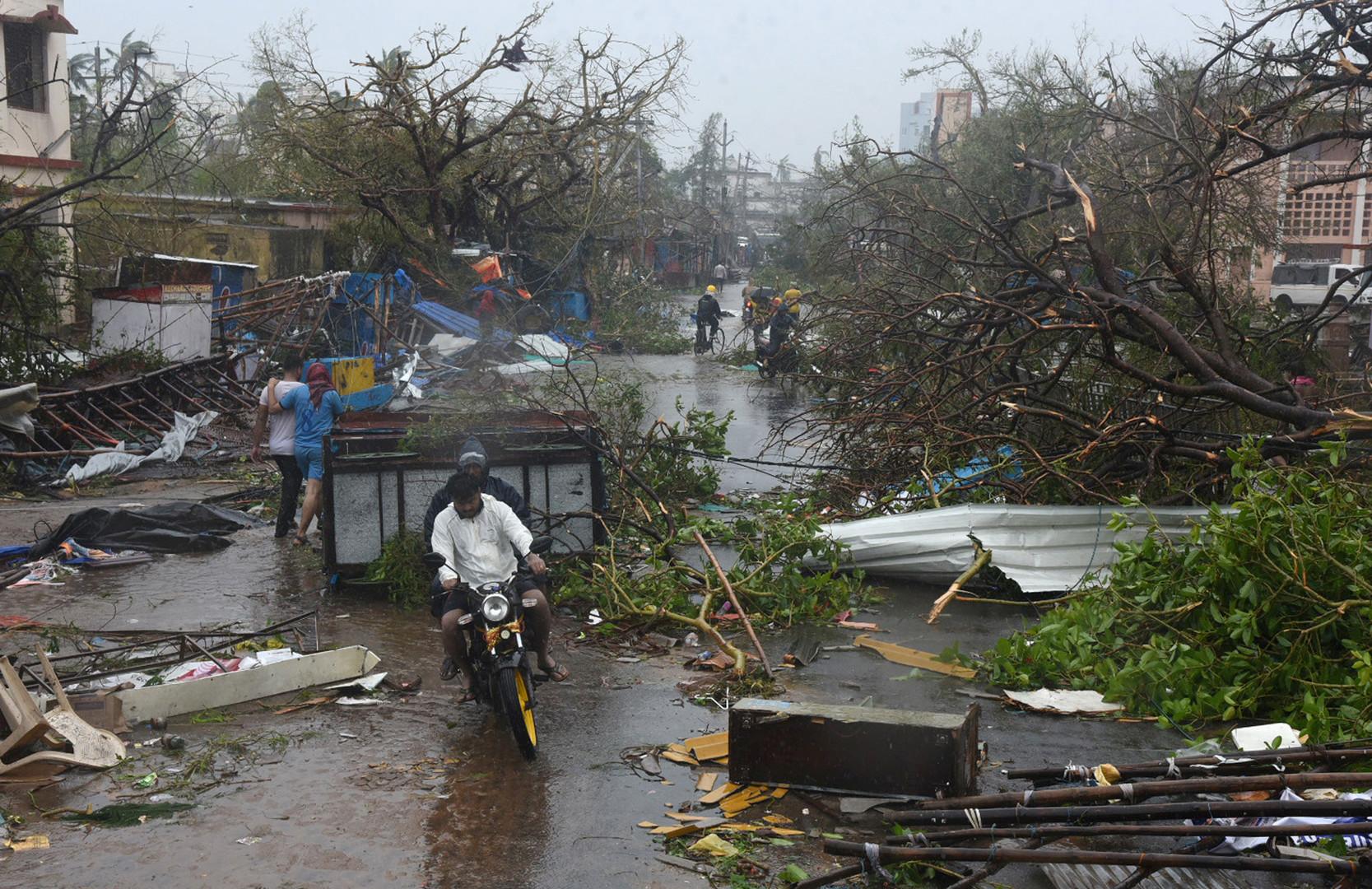 لقطات مرعبة لإعصار