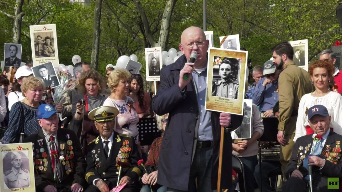 مندوب روسيا الدائم لدى الأمم المتحدة يشارك في مسيرة الفوج الخالد