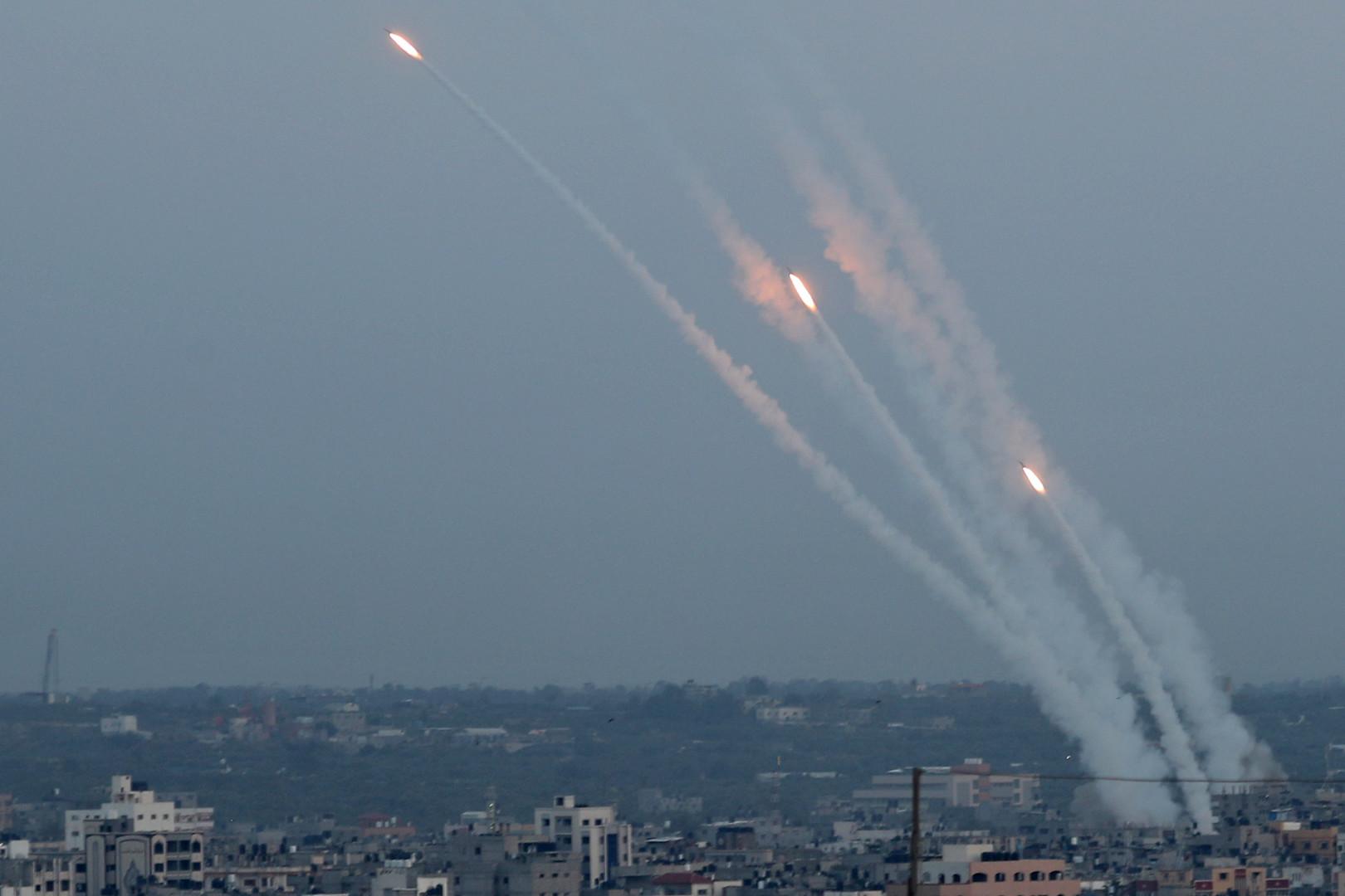 مصر وقطر تقودان جهدا للتهدئة في غزة والفصائل الفلسطينية تنفي التوصل لاتفاق وسط استمرار القتال