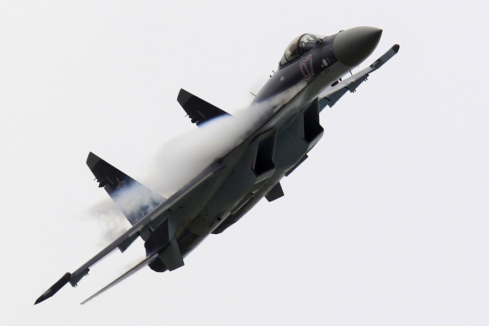 سو-35 قادرة على تحويل إف-35 إلى حطام