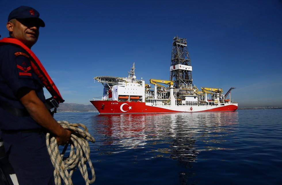 قبرص: سنصدر مذكرة توقيف دولية في حق  من يساعد سفينة الحفر التركية