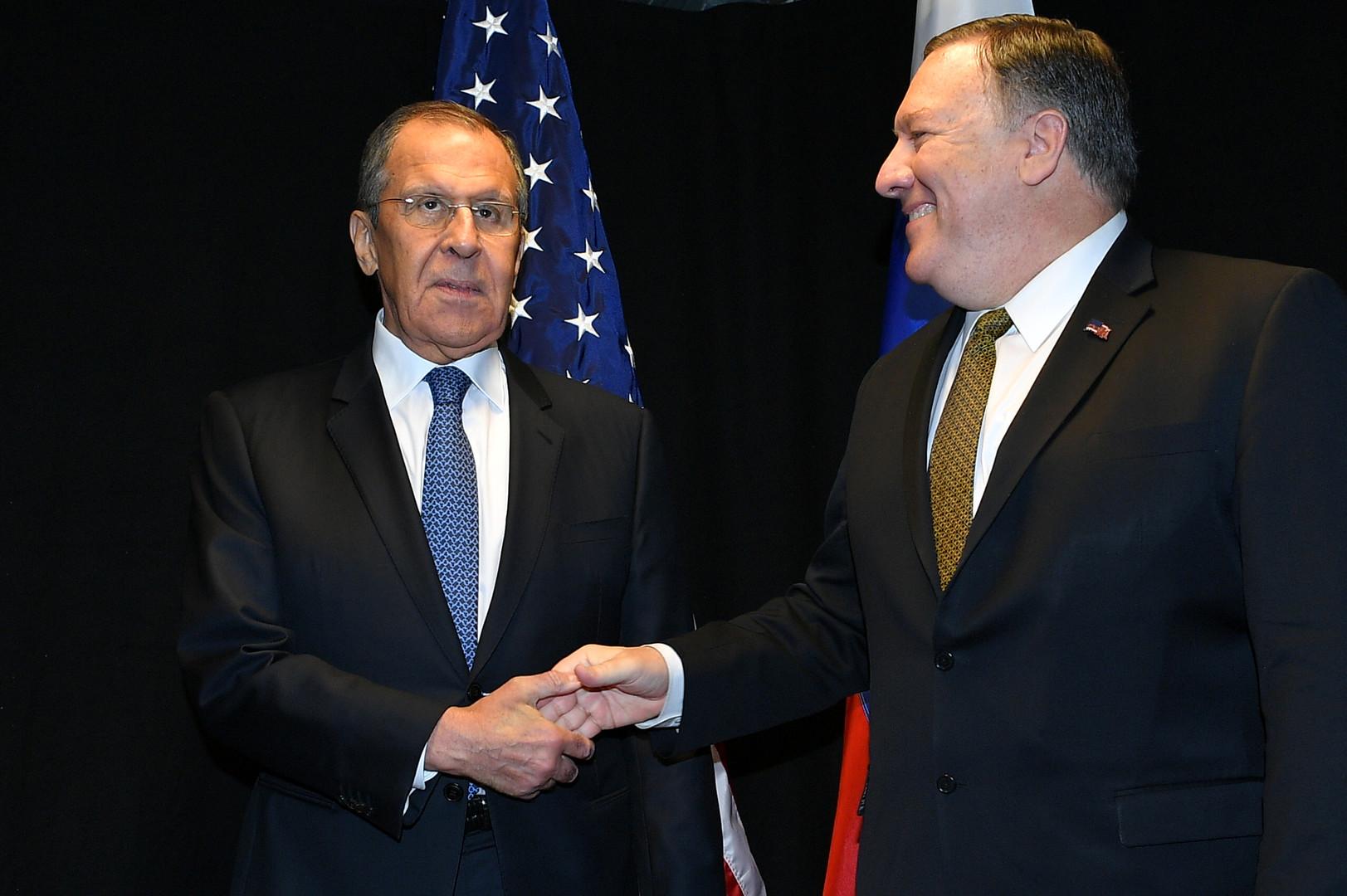 وزير الخارجية الروسي، سيرغي لافروف، ونظيره الأمريكي، مايك بومبيو، خلال محادثات ثنائية بينهما في مدينة روفانييمي الفنلندية يوم 6 مايو 2019