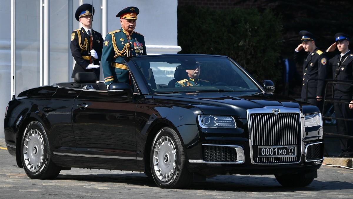 وزير الدفاع الروسي يظهر على متن