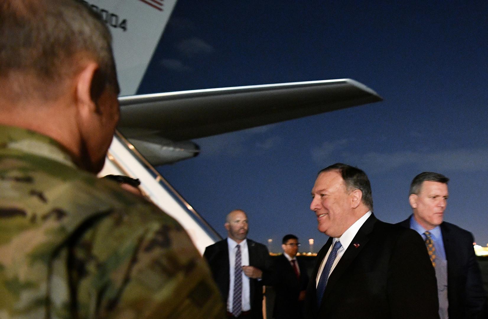 وزير الخارجية الأمريكي مايك بومبيو أثناء زيارته غير المعلنة إلى العراق