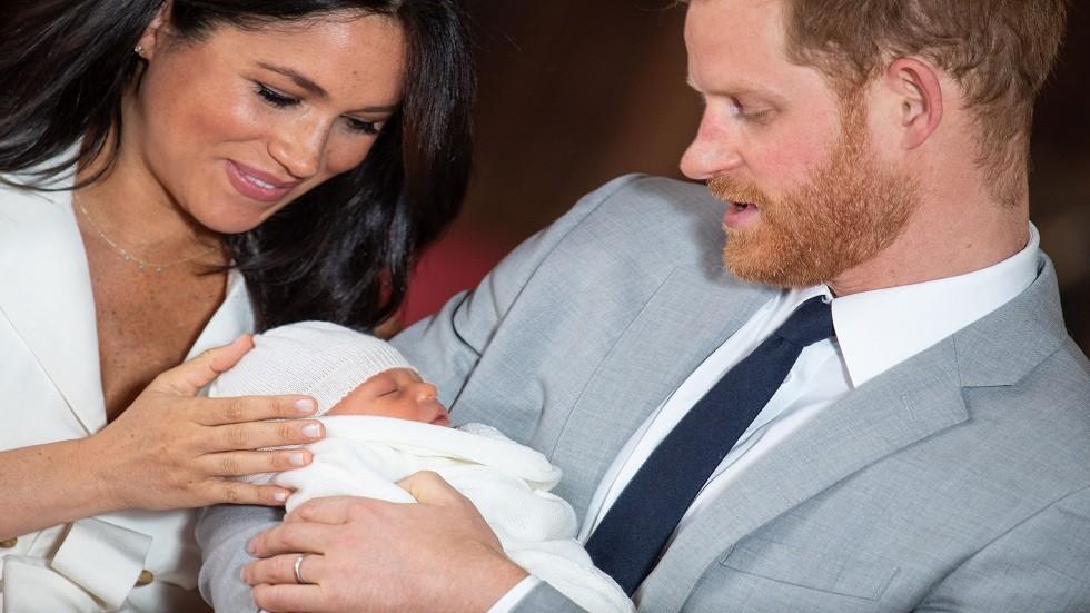 الأمير هاري وميغان ماركل مع طفلهما الملكي