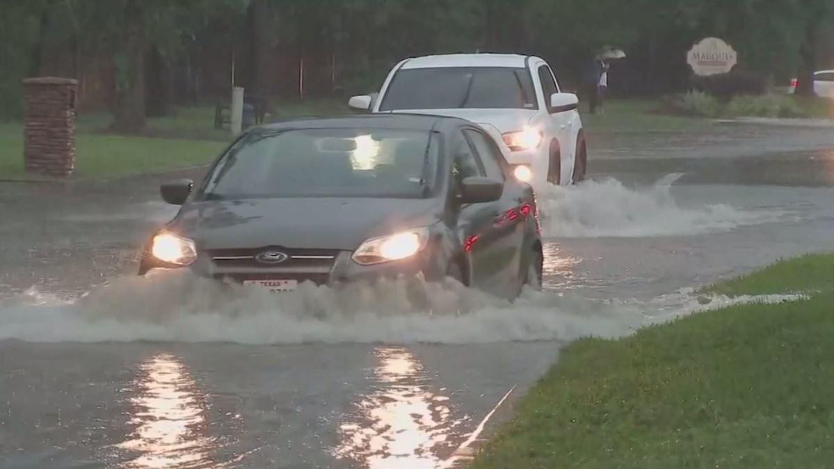 شاهد.. الفيضانات تجتاح ولاية تكساس الأمريكية