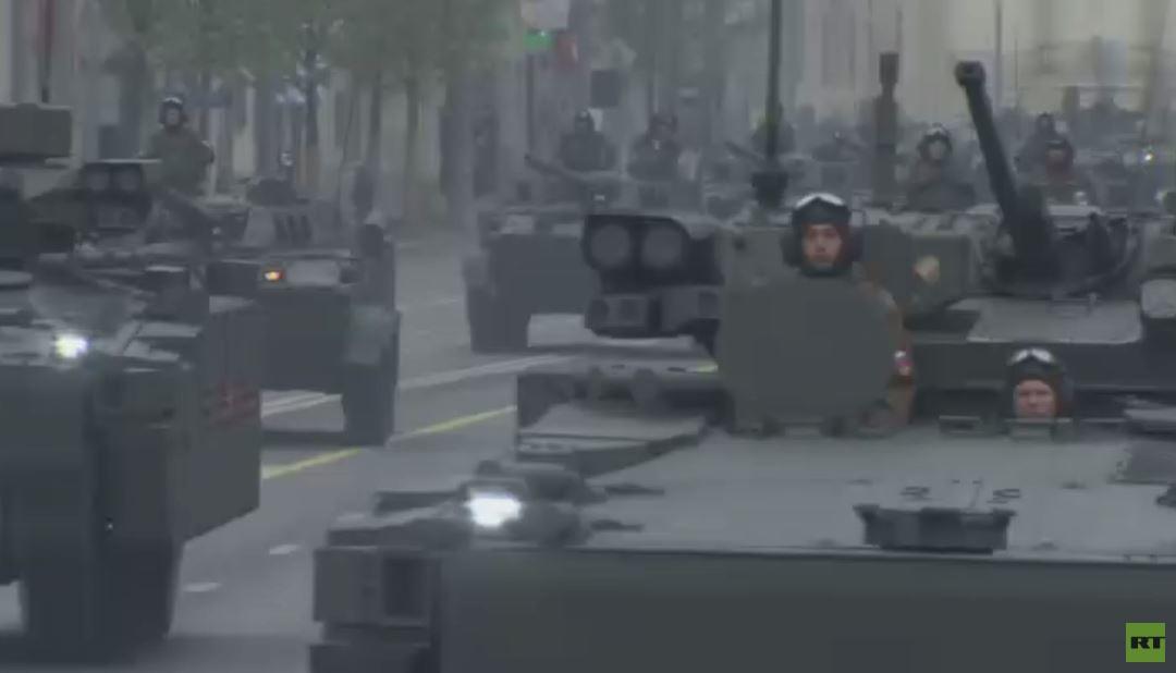 المعدات العسكرية تتجهه صوب الساحة الحمراء للمشاركة بعيد النصر العظيم