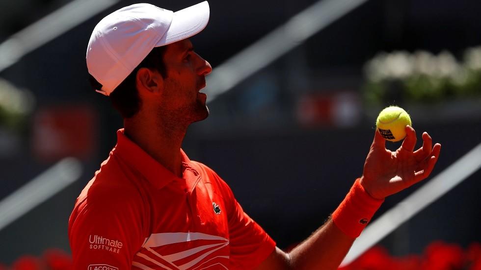 دجوكوفيتش إلى نصف النهائي بانسحاب منافسه في دورة مدريد