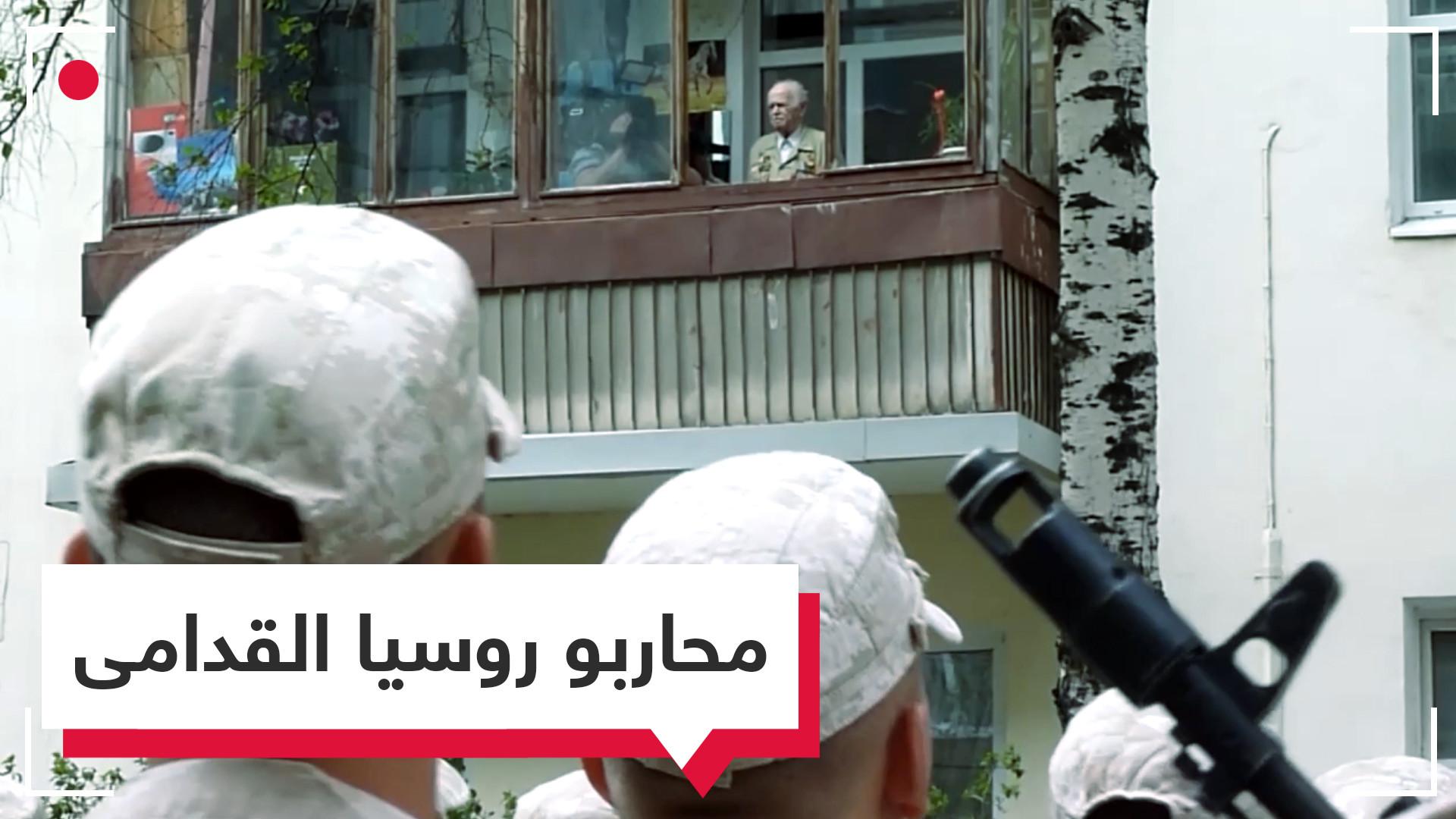 عرض عسكري استثنائي.. تكريم المحاربين القدامى في مدينة سامارا الروسية