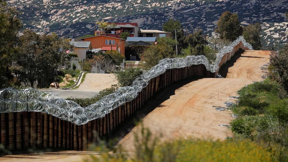 البنتاغون يحول 1.5 مليار دولار من أفغانستان لبناء الجدار الحدودي مع المكسيك