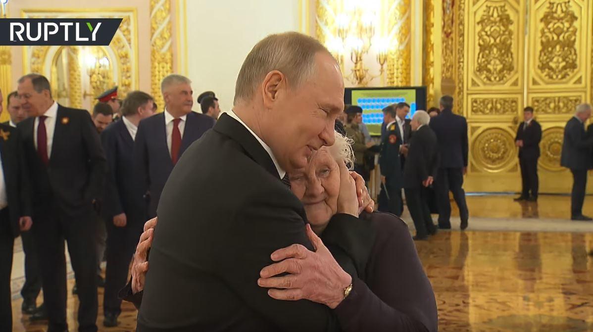 بوتين يلتقي معلمته بعد سنوات