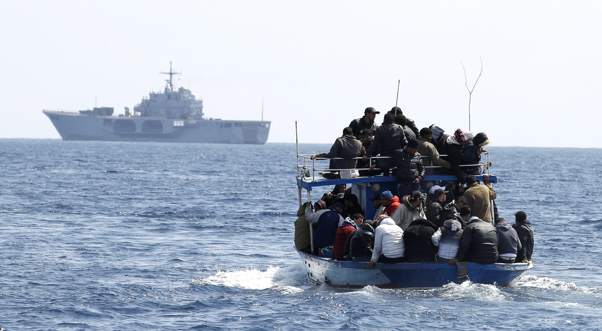 سفينة تقل مهاجرين غير شرعيين - أرشيف
