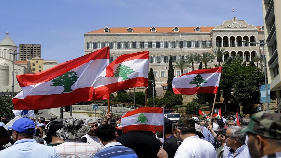 العسكريون المتقاعدون ينصبون خيم الاعتصام أمام مصرف لبنان