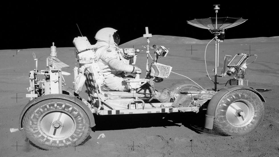روبوت شبيه بالإنسان سيقود العربة القمرية الروسية