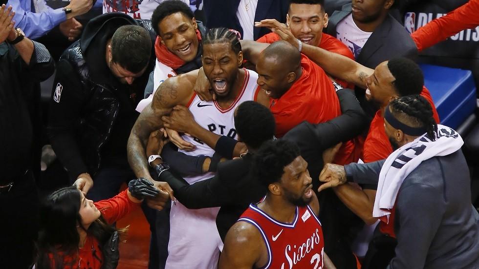 شاهد.. سلة قاتلة تمنح تورونتو نهائي المجموعة الشرقية في الـ(NBA)
