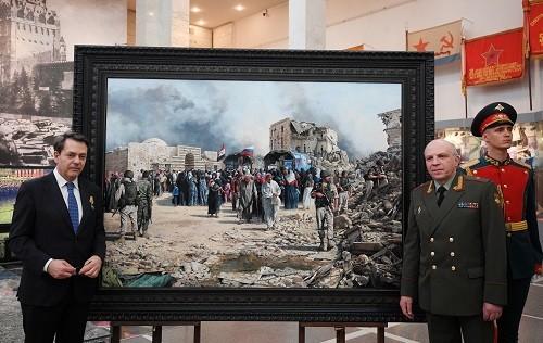 فنان إسباني يبدع لوحة عن الجنود الروس في سوريا!