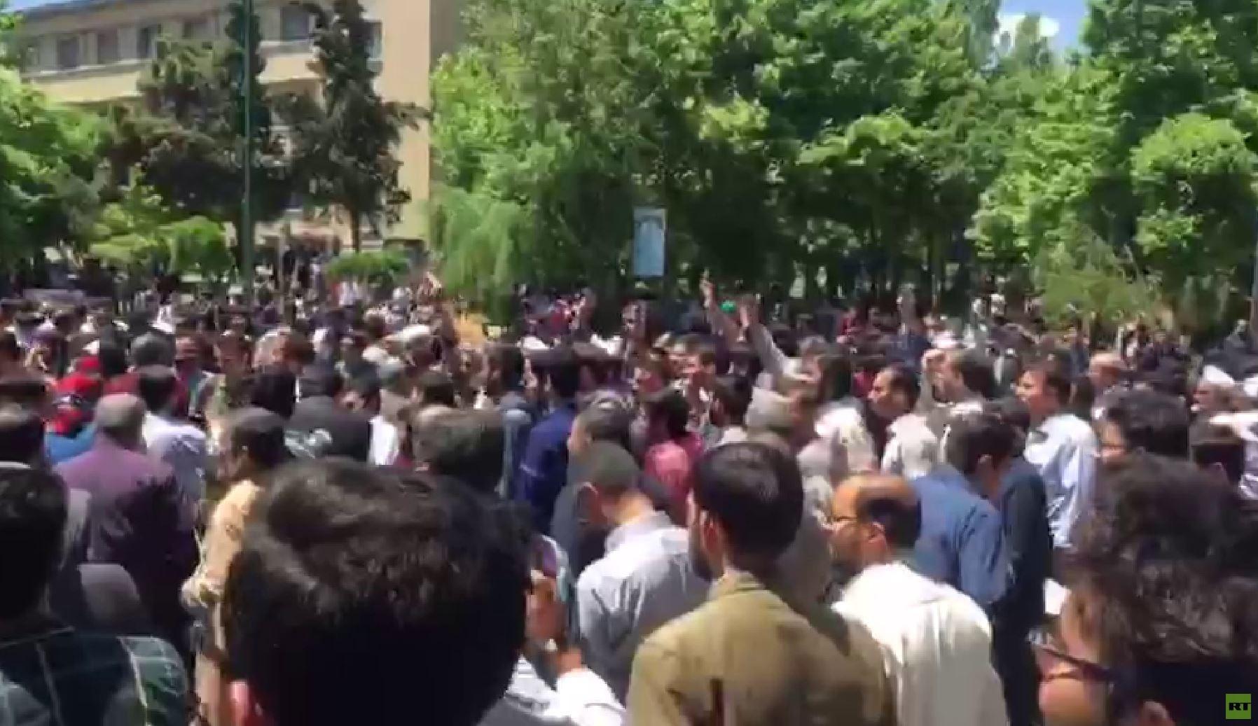 احتجاجات في جامعة طهران ضد قانون الحجاب (فيديو)