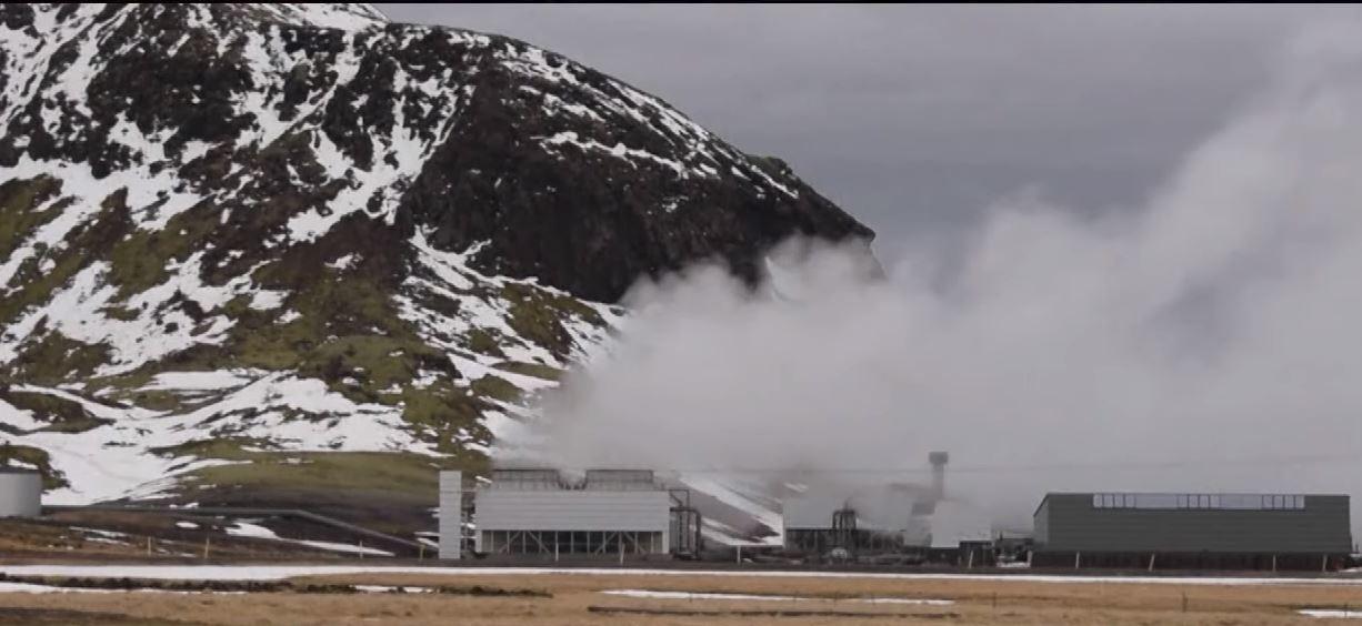 عزل ثاني أكسيد الكربون وتحويله مادة صلبة