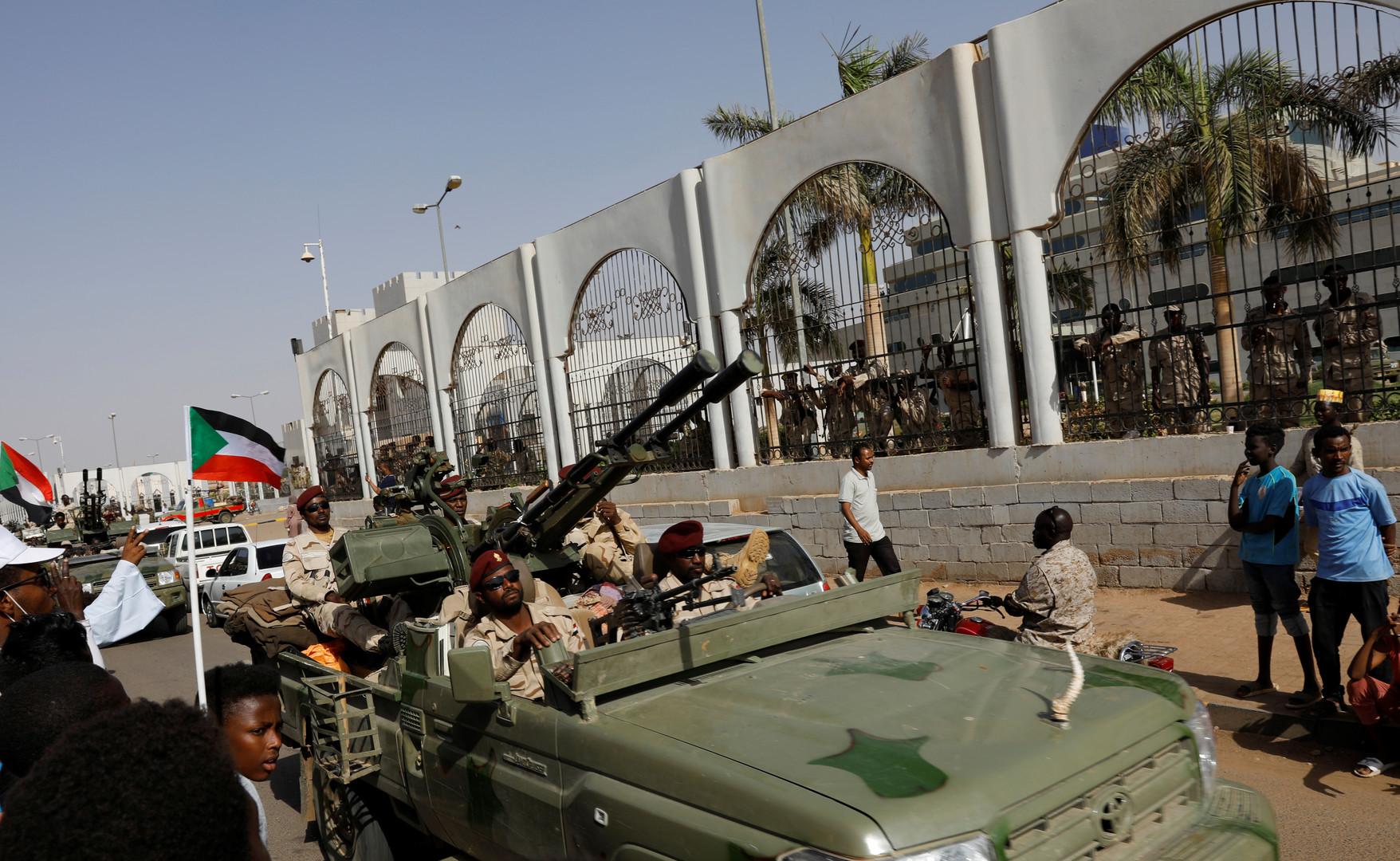 المجلس العسكري الانتقالي: مقتل ضابط خلال المواجهات في ساحة الاعتصام بالخرطوم