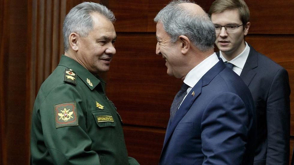 وزيرا الدفاع الروسي والتركي يبحثان الوضع في إدلب