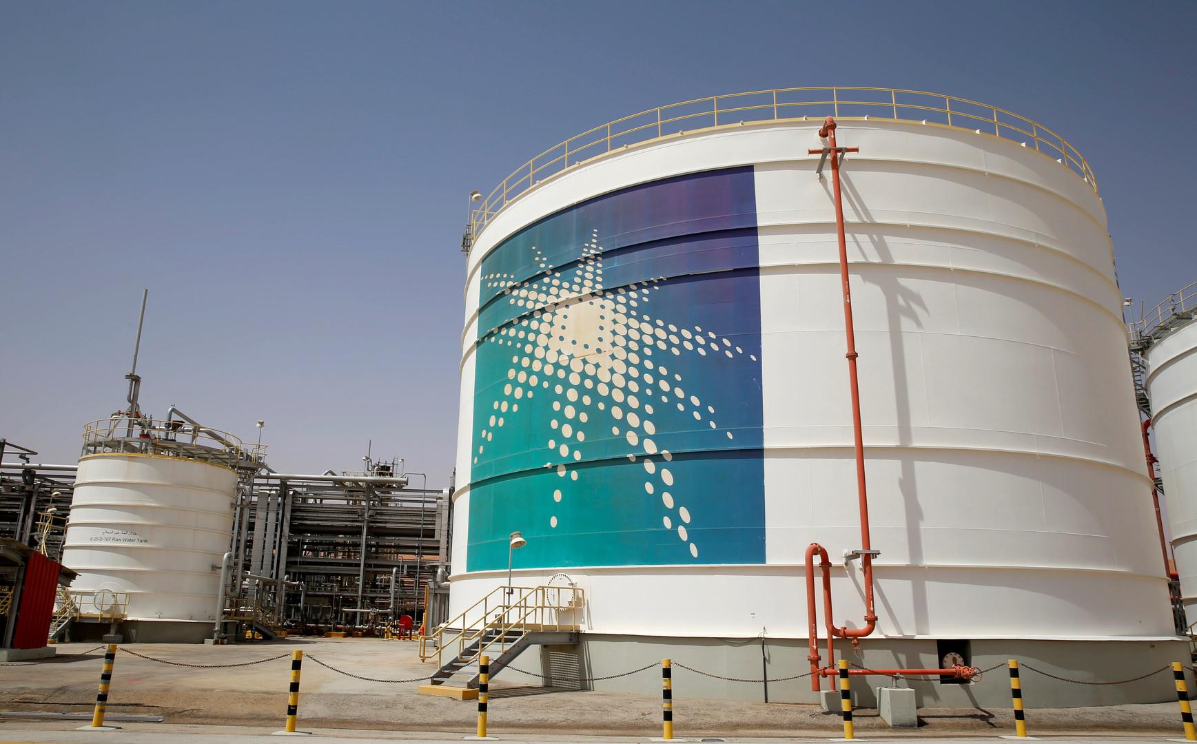 السعودية توقف ضخ النفط في خط أنابيب رئيسي بسبب هجوم إرهابي