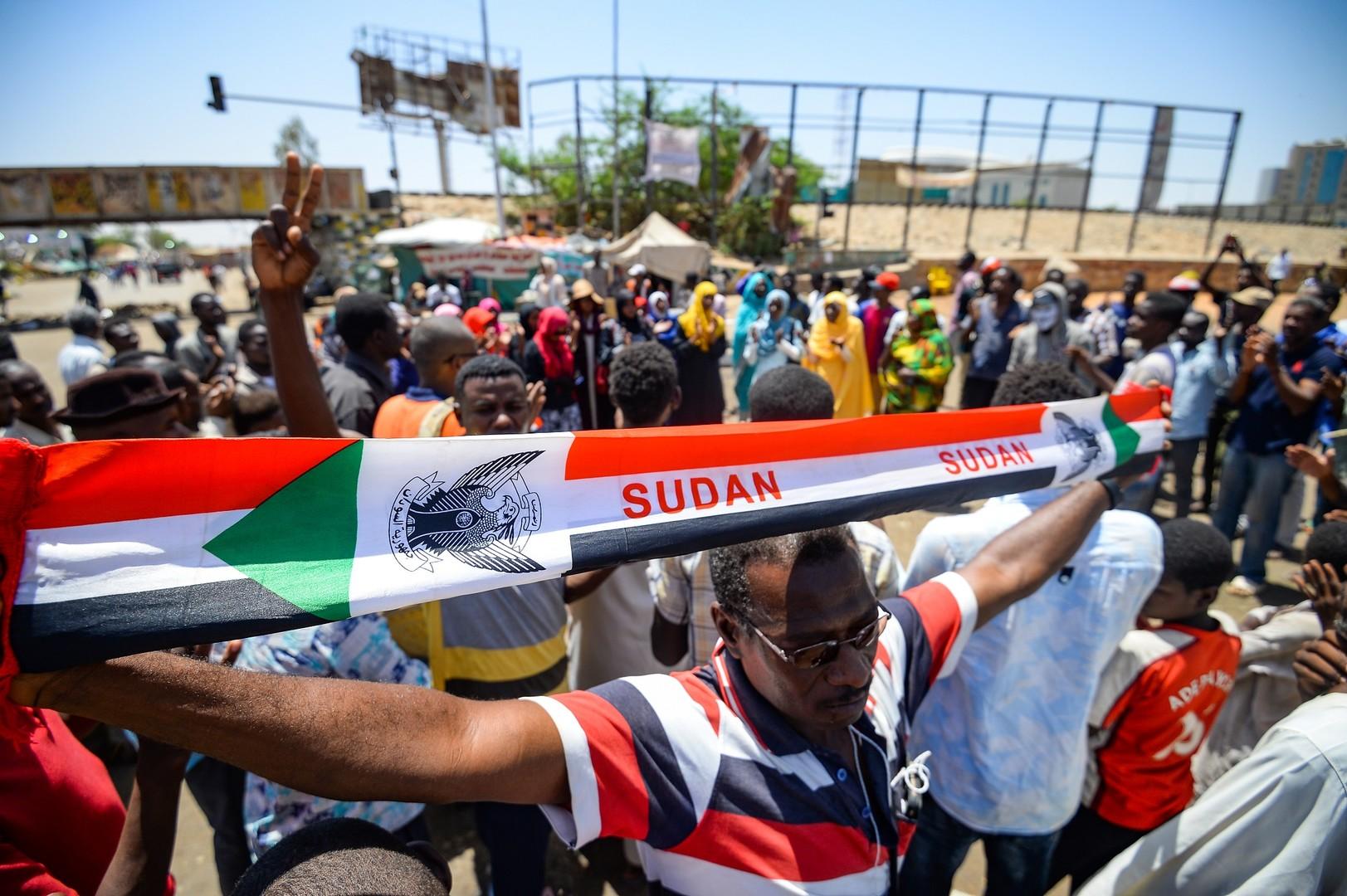 استئناف المحادثات بين القادة العسكريين والمحتجين في السودان