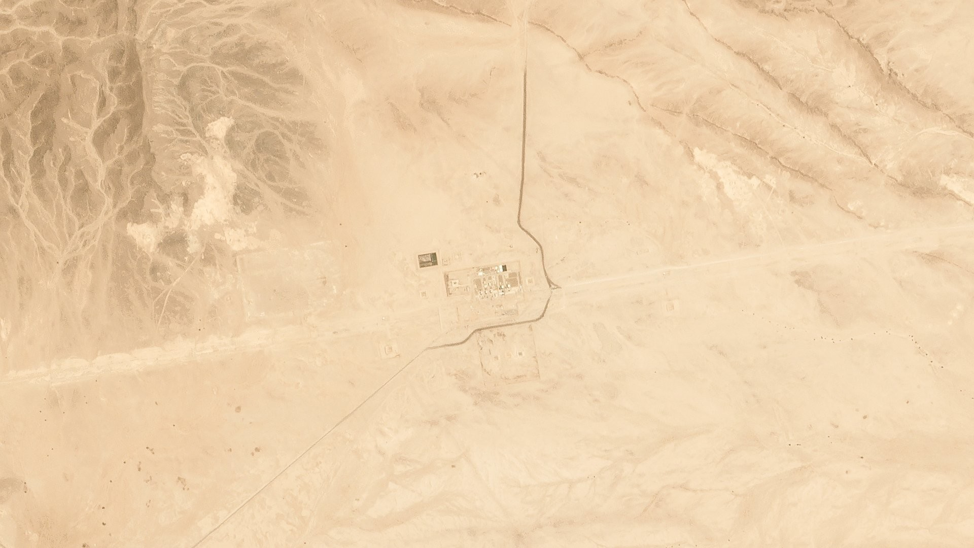 صورة فضائية توثق آثار قصف الحوثيين لمضختي النفط السعوديتين