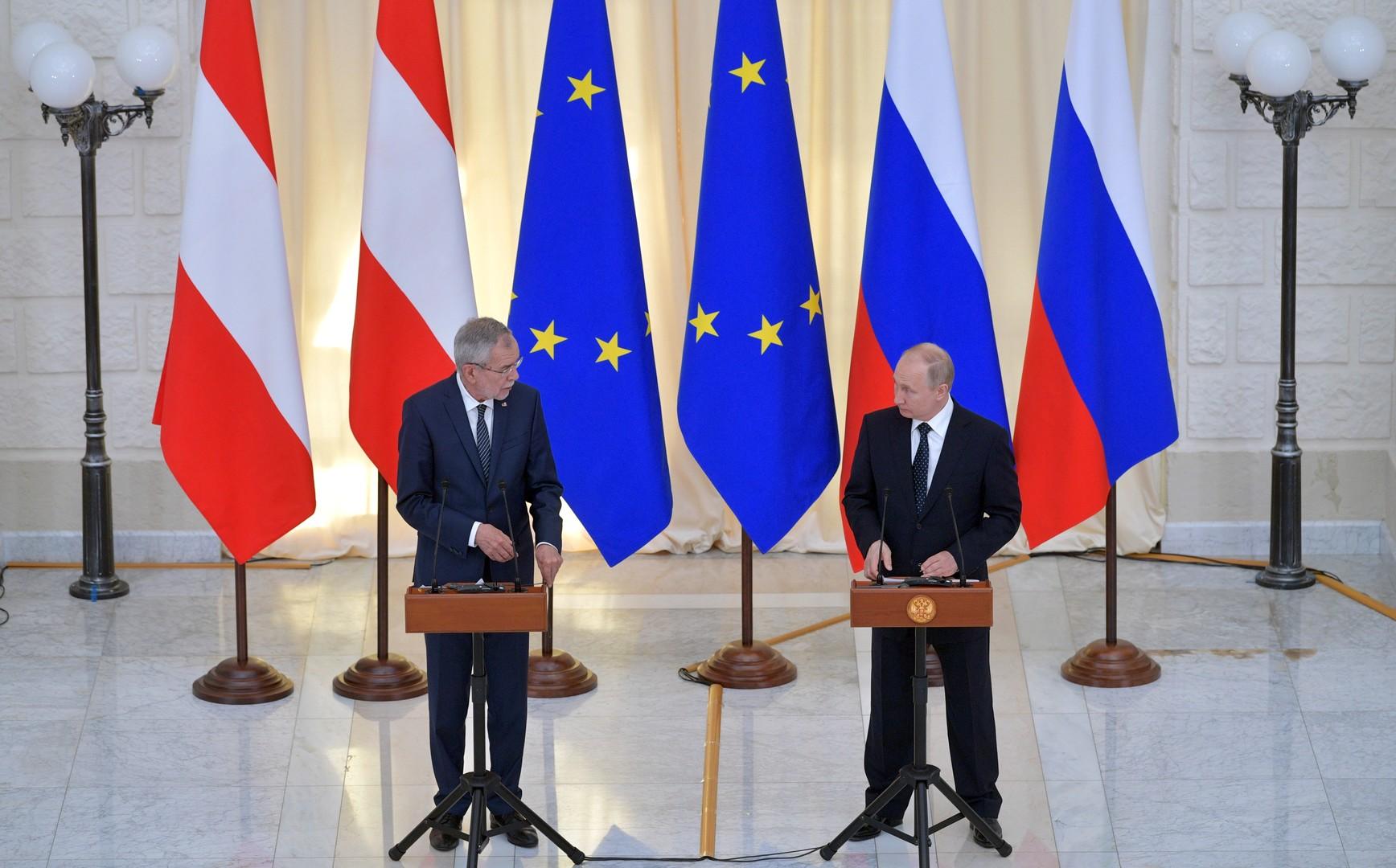 الرئيس الروسي فلاديمير بوتين ونظيره النمساوي ألكسندر فان دير بيلن