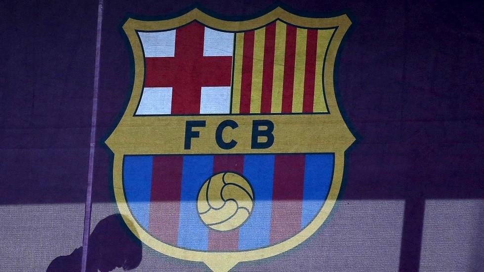 برشلونة يهنئ لاعبه الجديد لتتويجه بجائزة الأسطورة كرويف