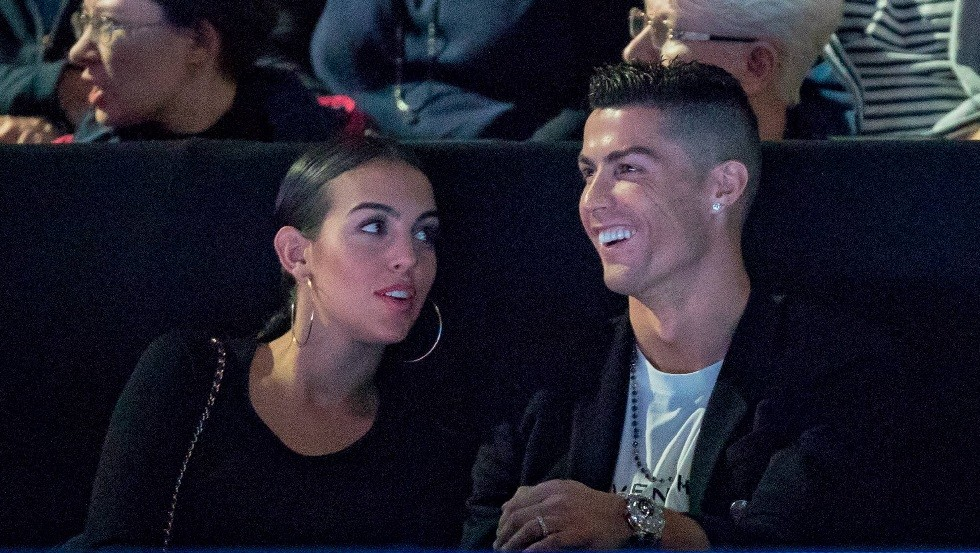 Ronaldo asks to marry his girlfriend Georgina