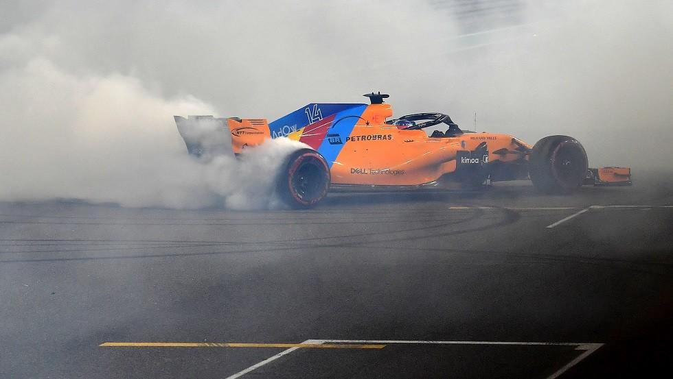 شاهد.. تحطم سيارة بطل العالم ألونسو في سباق