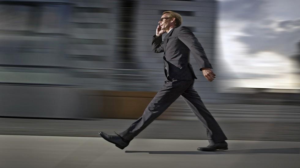 ما العلاقة بين المشي السريع والعمر المديد؟